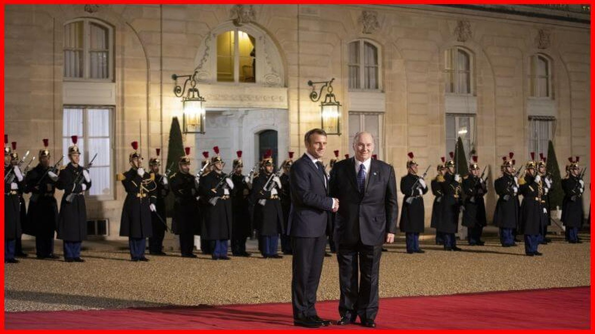 His Highness, the Aga Khan, is greeted on the eve of the Peace Forum in Paris by French President Emmanuel Macron at the Elysee Palace. AKDN / Cécile Genest
